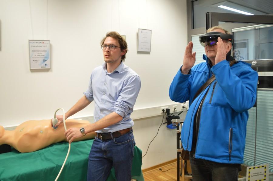 Vorführung einer Volumen-Ultraschallanwendung im Institut für Robotik und Kognitive Systeme, die mittels einer HoloLens gesteuert werden kann.