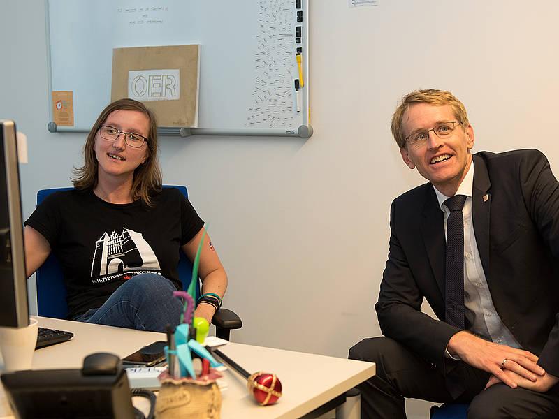MP S.-H. Daniel Günther mit oncampus-Mitarbeiterin Anja Lorenz. Foto: oncampus/FH Lübeck