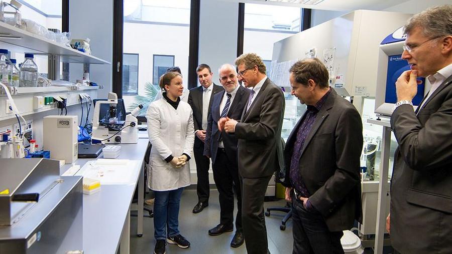 Miriam Voigt, Dr. Matthias Brandenburger, Prof. Charli Kruse, Dr. Bernd Buchholz, Dr. Daniel Rapoport, Hassan Bashayan (v.l.n.r.; Fotos: Fraunhofer EMB)