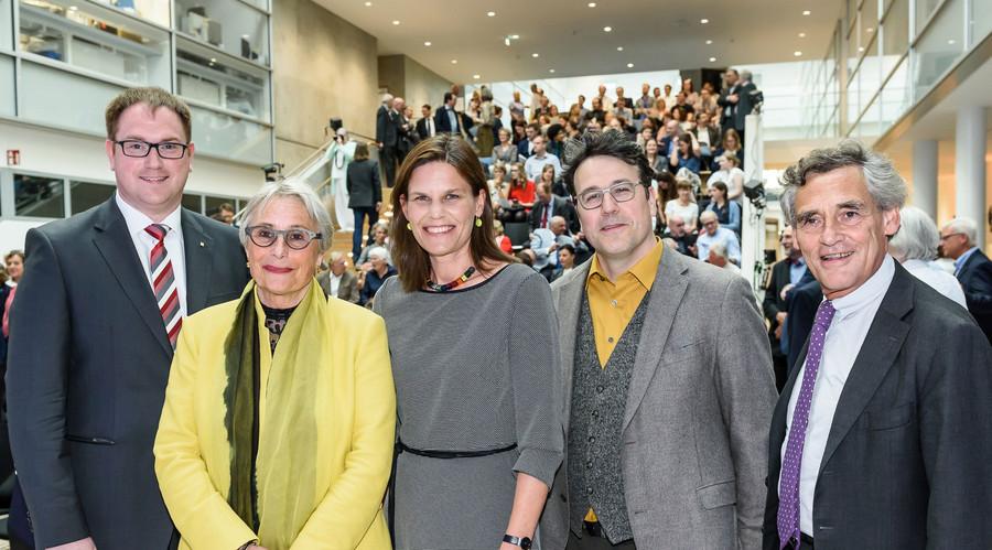 Künftiger Bürgermeister Jan Lindenau, Prof. Gabriele Gillessen-Kaesbach, Dr. Muriel Helbig, Prof. Rico Gubler, Bürgermeister Bernd Saxe (Fotos: Guido Kollmeier / Uni Lübeck)