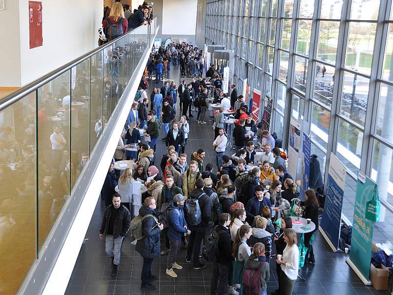Rund 800 Interessierte suchten den Kontakt zu Unternehmen vor Ort. Foto: TH Lübeck