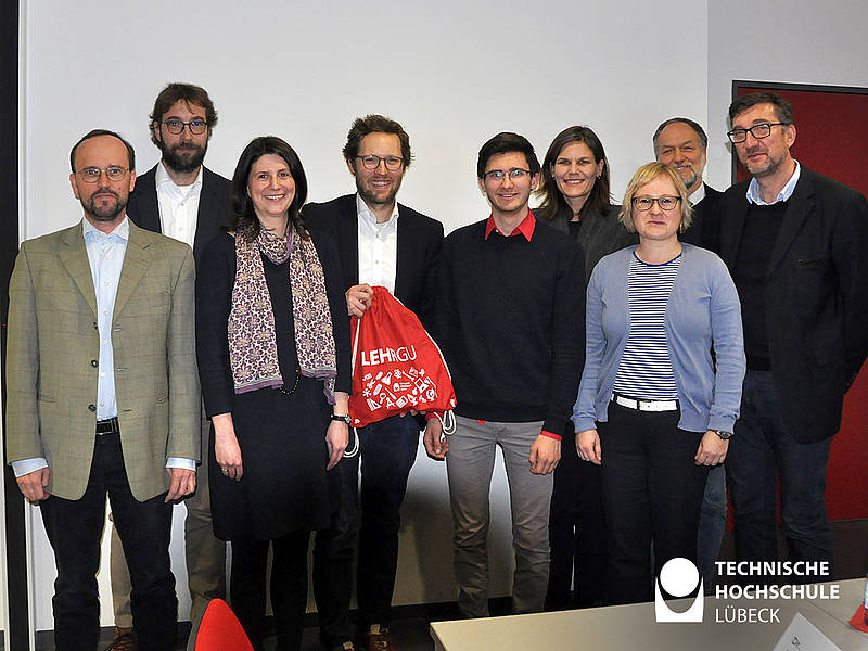Besuch des Umweltministers Albrecht (4. von links) an der TH Lübeck. Foto: TH Lübeck