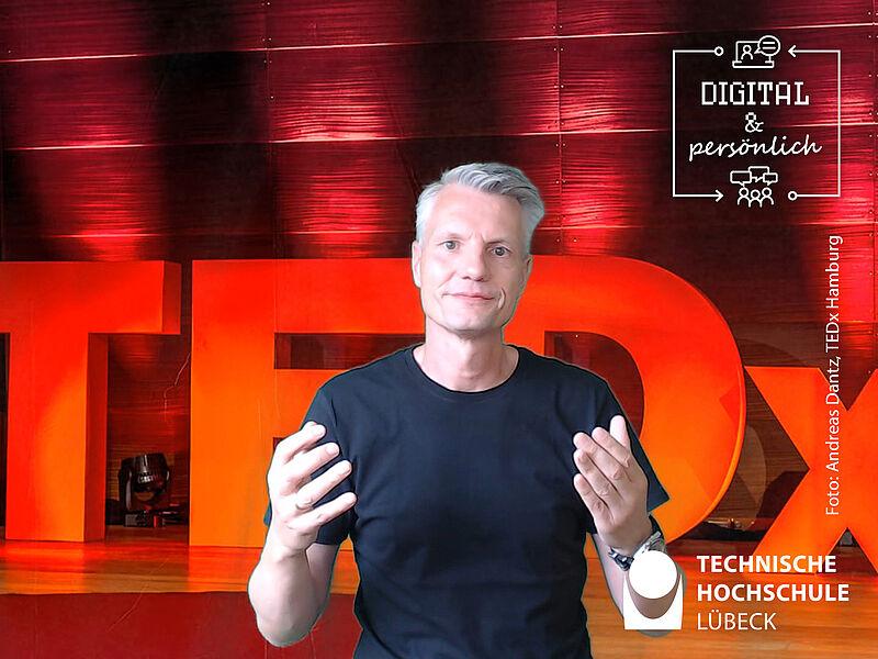 """Prof. Dr. Marc Oliver Opresnik: """"Jeder der Wissen und Erfahrung vermittelt, träumt davon…"""" Foto: Andreas Dantz: TEDx Hamburg"""