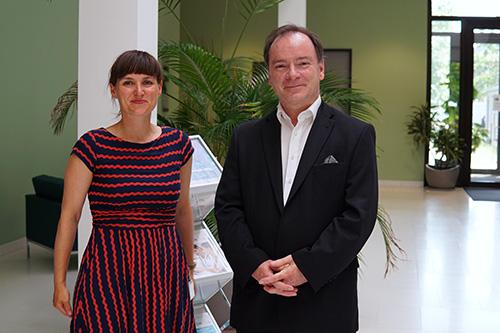 Professor Dr. Thorsten Buzug, Institutsdirektor für Medizintechnik an der Universität zu Lübeck sowie Mitglied der Leitung der Lübecker Fraunhofer-Einrichtung, und Janin Rieckert, Kooperationsmanagerin Gesundheitstechnologie bei der BioMedTec Management GmbH (©BioMedTec)