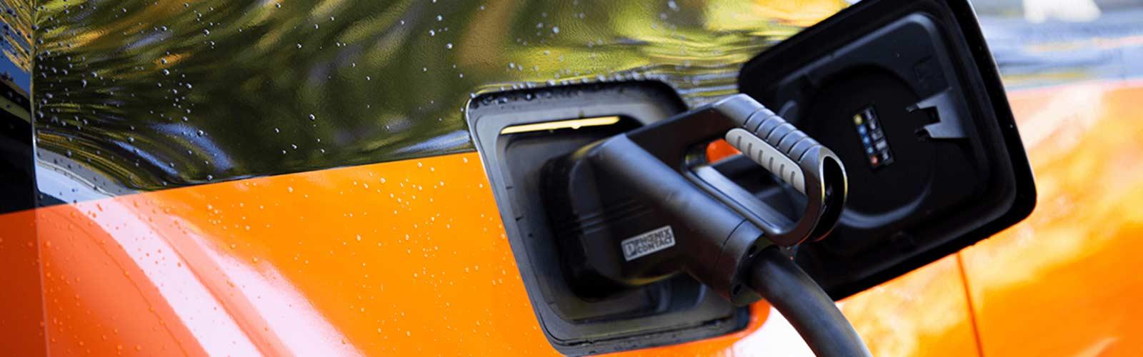 Hier wird ein E-Auto von dem Prototypen FE-Alpha aufgeladen. Foto: TH Lübeck